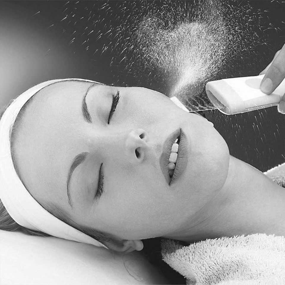 kosmetička stylistka Linda Bartoňová Kosmetické studio permanentní makeup nový jičín ultrazvukové celkové ošetření čištění pleti